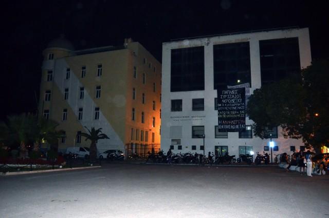 Βόλος: Πανό αλληλεγγύης στις 3 εκκενωμένες καταλήψεις της Θεσσαλονίκης
